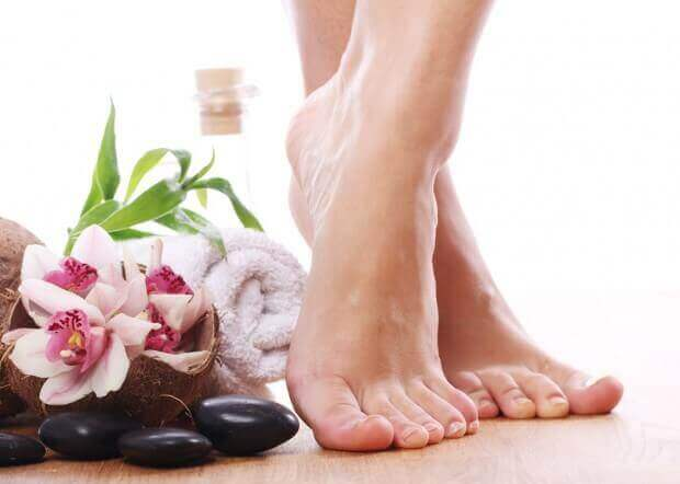 Natural Remedies To Treat Cracked Heels